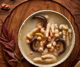 香菇鸡爪花生汤