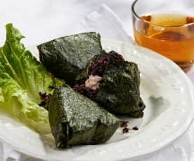 藜麦血糯米金枪鱼饭团