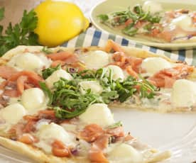 刺山柑马斯卡乳酪熏鳟鱼披萨