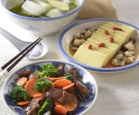 冬瓜海带汤、鲜菇豆腐和清蒸花蔬