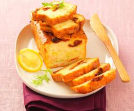 鲑鱼、葱和番茄蛋糕