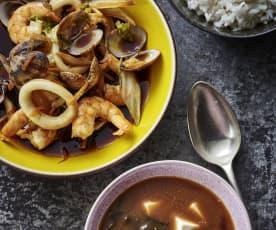 味噌汤、日本清酒蒸海鲜配米饭