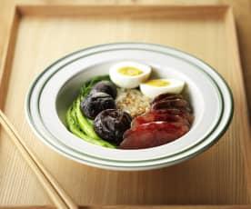 腊肠饭配青菜鸡蛋