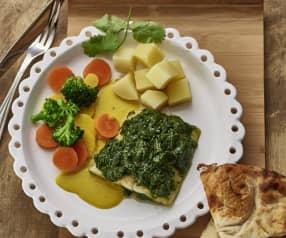 印地安风味鱼配酸奶酱、马铃薯和蔬菜
