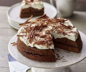 蒸巧克力蛋糕配打发鲜奶油