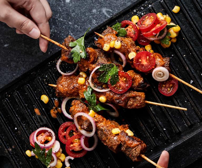 牛肉串及玉米色拉
