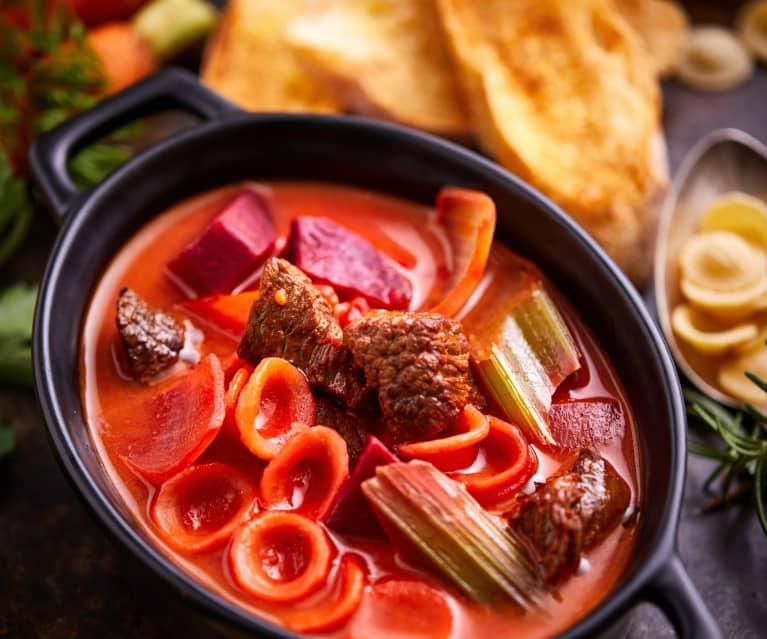牛肉甜菜汤配猫耳朵面